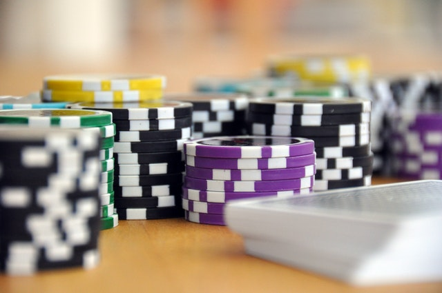 What are the different perks provided by online casino sites?