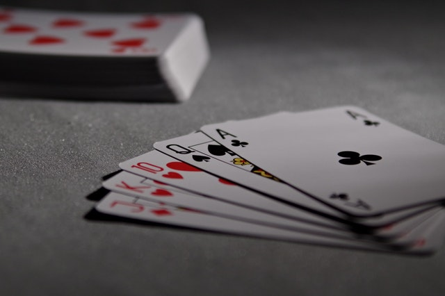How can online gamblers lose their money?